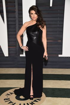 The singer made a sleek arrival in a black, one-shouldered gown.