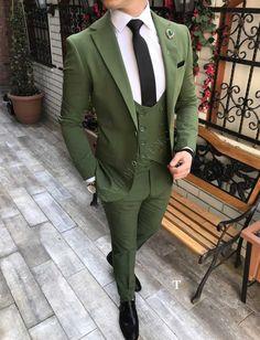 Terziademaltun - İtalyan stil erkek ceket yelek pantolon yeşil takım elbise T2439 Men's Suits, Dress Suits For Men, Suit For Men, Formal Dresses For Men, Indian Men Fashion, Mens Fashion Suits, Mens Suits Style, Mens Tuxedo Suits, Designer Suits For Men