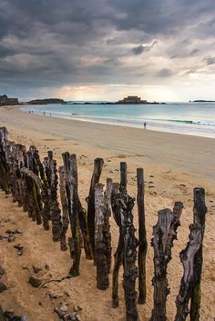 Saint-Malo, Bretagne - Plage du Sillon. Fort National et Grand Bé (où repose F.R de Chateaubriand)