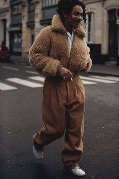 Best Street Style From Couture Fashion Week Paris Couture Week Street Style Streetwear Men, Streetwear Fashion, Street Outfit, Street Wear, Fashion Week, Mens Fashion, Fashion Hats, Fashion Outfits, Inspiration Mode