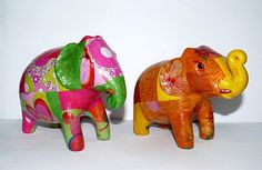 Elephant in terracotta decorated, painstaking work by hand. Small size ± Height 11cm - Length 16cm #Elephants #PhnomPenh