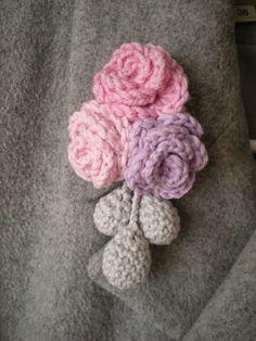 EmmHouse: Flower brooch - free crochet pattern.  thanks so for share xox ☆ ★   https://www.pinterest.com/peacefuldoves/