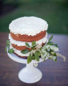 Mini confections and one-tiered wedding cakes we could just eat up.