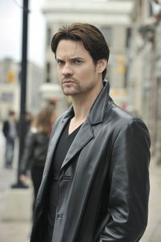 """Shane West - Most recently seen in """"Salem"""", he often looks just plain pissed off, but sometimes that's the """"hottie"""" part. Nikita Tv Show, Dillon Casey, Beautiful Men, Beautiful People, Shane West, Walk To Remember, First Tv, Good Looking Men, American Actors"""