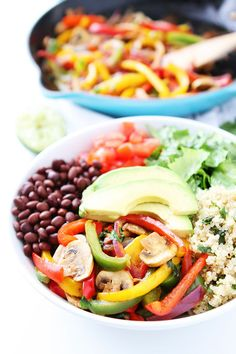 These Fajita Quinoa Bowls are everything. Easy, delicious one-bowl recipe