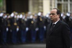 France. 7 janvier 2015. Le président de la République François Hollande a rendu hommage jeudi, un an après la tuerie de Charlie Hebdo, aux trois policiers tués lors des attentats parisiens de janvier 2015,...