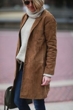 New to the suede trend this season? Learn what the best pieces are and how to style them to fit your wardrobe. Beige Coat, Suede Coat, Suede Jacket, Fall Winter Outfits, Autumn Winter Fashion, Royal Blue Outfits, Winter Trends, Winter 2017, Bethesda Fountain
