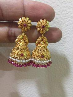 Gold Jhumka Earrings, Indian Jewelry Earrings, Gold Bridal Earrings, Gold Wedding Jewelry, Gold Jewelry Simple, Jewelry Design Earrings, Gold Earrings Designs, Gold Ring Designs, Gold Bangles Design