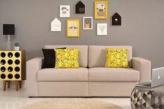 O Sofá Afago Prata é a combinação desses dois sofás: ele tem pés aparentes, embora discretos, e linhas retas visíveis. Com isso, ele pode ser usado nos dois estilos de decoração, tanto com uma decoração mais clássica e neutra, quanto com uma mais ousada e moderna.