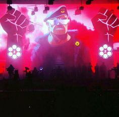 Gorillaz live russlel