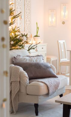 30 Soothing Christmas Tree Ideas That Make Your Can't Be Patient Living Room Sets, Living Spaces, Love Wood Sign, Vibeke Design, Rustic Living Room Furniture, Hygge Home, Bedroom Wall, Rustic Decor, Decoupage