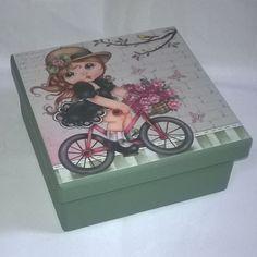 Caixa 14x14 com divisórias. Tinta pva clássica True Colors verde antigo. Papel scrapbooking Litoarte SDSXV 46