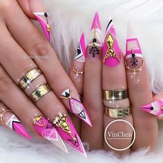 Geometric nails are by no means new, but they're definitely here to stay. The chic-yet-bold manicure reminds us of negative space nails but plays around with co Cute Nails, Pretty Nails, Simple Nail Art Videos, Witchy Nails, Beauty Nail, Long Stiletto Nails, Pointed Nails, Nails Polish, Gel Nails