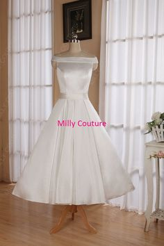 La longueur de thé épaules robes de mariée, robe de mariée de style rétro rockabilly des années 50, robe de mariage inspirée de 1950 par MillyCouture sur Etsy https://www.etsy.com/fr/listing/182408049/la-longueur-de-the-epaules-robes-de