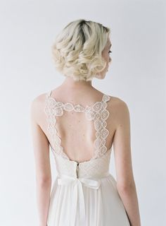 Hey, I found this really awesome Etsy listing at https://www.etsy.com/listing/204925941/berkeley-chiffon-wedding-gown-with
