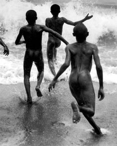 martin munkacsi, boys playing in the surf at lake tanganyika, liberia, 1931