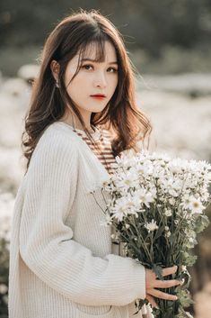 Aesthetic Photo, Aesthetic Girl, Beautiful Vietnam, Cute Korean Girl, Urban Photography, Portrait Inspiration, Beauty Art, Girl Poses, Beautiful Asian Girls