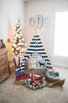 Best 100+ Nursery Trends for 2017 https://mybabydoo.com/2017/03/28/100-nursery-trends-2017/ Keeping organized is essential for each new parent. There are tons of methods to fit a baby into a little space. What a good idea to keep organized. I...
