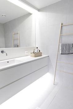 Minimalist bathroom remodel ideas baños blancos modernos, baños modernos, d Bathroom Toilets, Laundry In Bathroom, Bathroom Renos, Bathroom Interior, Small Bathroom, Bathroom Ideas, Bathroom Designs, Light Bathroom, Bath Light