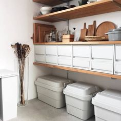 Muji Storage, Storage Spaces, Storage Ideas, Closet Shelves, Japanese House, Rooms Home Decor, Living Furniture, House Rooms, Home Organization