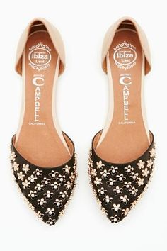 We've got sole! Walk a mile in new high heels, sandals, flats, ankle booties or whatever takes your fancy. Shop all women's shoes at Nasty Gal. Cute Flats, Cute Shoes, Me Too Shoes, Pretty Shoes, Beautiful Shoes, Keds, Chic Chic, Shoe Gallery, Mocassins