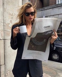 Blogger Poses Photography, Love Fashion, Fashion Beauty, Paris Chic, Coffee Girl, Professional Outfits, Business Professional, Gal Gadot, Daily Look