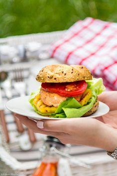 food²: Czas na piknik! Burgery z łososia z grillowanym ananasem i lemoniadą miętowo-truskawkową