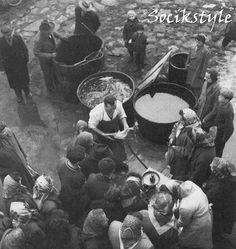 SOCÍK STYLE-Ostalgia: ČESKOSLOVENSKÉ VIANOCE 60 ROKOV Vintage Images, Prague, Black And White, View Source, Store, Christmas, Historia, Vintage Pictures, Xmas