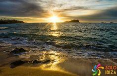 Cala Conta, Ibiza Sunset, Spain. La otra cara de Ibiza, playas de Ibiza, rincones de Ibiza, paisajes de Ibiza, Cala Conta Ibiza, Ibiza isla blanca, sitios que visitar en Ibiza, Ibiza beaches, Ibiza white island, places to go in Ibiza. #LaOtraCaraDeIbiza