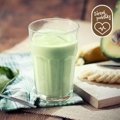 Avokádo a mandľové mlieko sú takzvané superpotraviny s obrovským množstvom vitamínov a vlákniny.  Okrem poriadnej dávky energie si pochutíte na lahodnej maslovej štruktúre avokáda s jemnou orieškovou chuťou mandlí.  Recept nájdete tu: http://bit.ly/avokadove-smootie-s-mandlovym-mliekom