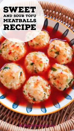 These delicious and tender sweet and sour tofu meatballs with an Asian twist and have so much flavor to offer! Meal Recipes, Real Food Recipes, Dinner Recipes, Side Dishes Easy, Side Dish Recipes, Recipe For Mom, Recipe Ideas, Amazing Recipes, Delicious Recipes