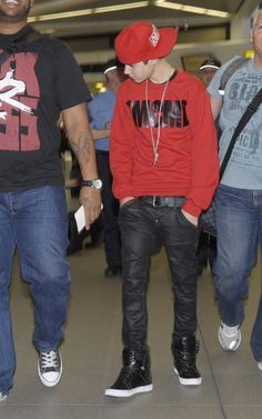 Justin Bieber in his OBEY Hat. #LOOPLIFE