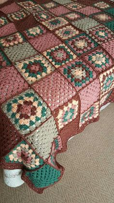 Transcendent Crochet a Solid Granny Square Ideas. Inconceivable Crochet a Solid Granny Square Ideas. Crochet Bedspread, Crochet Motifs, Crochet Quilt, Granny Square Crochet Pattern, Crochet Squares, Crochet Blanket Patterns, Baby Blanket Crochet, Knitting Patterns, Free Crochet