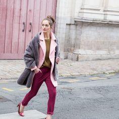 A porter en mix de couleurs ou avec des tons nudes, le manteau rose poudré sera votre meilleur allié