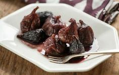 Simple Spiced Figs // Serve these as a side dish or a holiday party dessert!