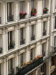 45 Ideas for apartment elevation architecture paris france Parisian Apartment, Paris Apartments, Apartment Balconies, Paris Architecture, Classic Architecture, Paris Buildings, Villa, Grand Paris, Building Facade
