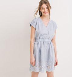 Kleid+mit+Lochstickerei