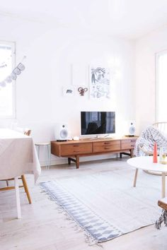 Here are 41 examples if minimal interior design Let us know what you think in the comments.Related:50 Perfectly Minimal and Inspiring Bedrooms32 Perfectly Minimal Living Areas For Your Inspiration50 Perfectly Minimal Bathrooms To Use For Inspiration