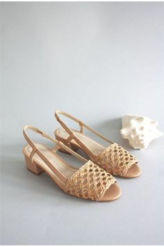 The Shoe Style your Closet Has Been Craving Mint and Rose Romy sandals Slingback block heel sandals Comfortable heels Comfortable heel made of woven leather block with heel sandals Cute Shoes, Me Too Shoes, Women's Pumps, Shoes Heels, Shoes Sneakers, Comfortable Heels, Mode Style, Beautiful Shoes, Dress Shoes