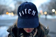 Czy facet czytający blogi o modzie damskiej staje się mniej męski? :) Fajna czapka, chcę. Stylizuje @Karolina Gliniecka http://www.charlizemystery.com/ #moda #fashion