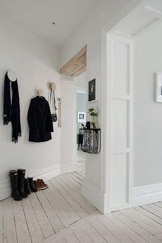 BEDROOM FLOOR.  NOTICE CHANGE OF DIRECTION.  découvrir l'endroit du décor : SCANDINAVE ACTUEL
