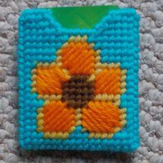 Plastic Canvas: Gift Card Holder, Flower Design (from an e-PatternsCentral.com pattern)