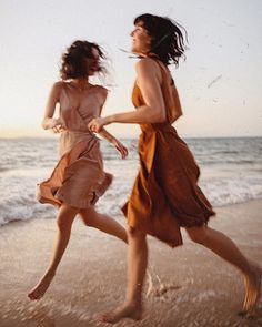 Image uploaded by Melody for remedy. Find images and videos about summer, girls and beach on We Heart It - the app to get lost in what you love. Dark Portrait, Summer Feeling, Summer Vibes, Beauty Dish, Bff, Summer Aesthetic, Jolie Photo, Mode Vintage, Vintage Vibes