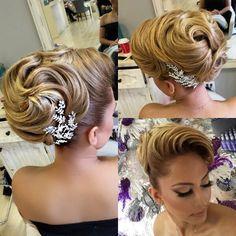 Hair by me makeup Linh Tran Style. Hair by me Natural Hair Care, Natural Hair Styles, Long Hair Styles, Design Jobs, Hair Places, Competition Hair, Retro Wedding Hair, Blonder Bob, Gold Hair