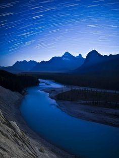 Starstruck: night sky at the Athabasca Valley in Canada& Jasper National Park Alberta National Parks, Jasper National Park, Banff Photography, Canadian Rockies, Dark Skies, Mountain Landscape, Stargazing, Night Skies, Travel Guide