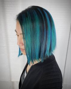 Go in a different direction from the usual way of wearing a balayage. Show off a marvelous color blend with these trendy balayage on straight hair looks! Balayage Bob, Balayage Asian Hair, Balayage Straight Hair, Ash Blonde Balayage, Hair Color Balayage, Long Straight Black Hair, Hair Color Techniques, Hair Color Blue, Waves