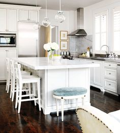 Stylish Kitchen With Delicate Design And Thoughtful Touches | DigsDigs