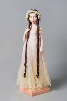 makes me think of Rapunzel :) . Pretty Dolls, Beautiful Dolls, Antique Dolls, Vintage Dolls, Rapunzel, Marionette, Polymer Clay Dolls, Paperclay, Doll Maker