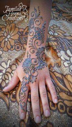 swirly flower henna www.jamilahhennacreations.com