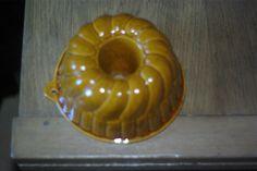 Moule ancien a gateau en terre cuite émaillé de forme kougelhopf, rare , n°10